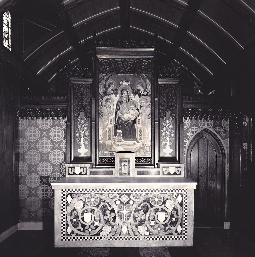 Left side chapel with Our Lady altarpiece