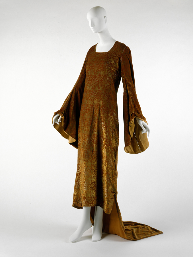 Maria Gallenga, evening dress, silk and glass, 1920s. Gift of Mrs. Paxton Dunn in memory of her mother, Hildreth Meière, 1991. The Metropolitan Museum of Art, Costume Institute. 1991.187.4